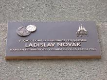 Pamětní deska L. Nováka